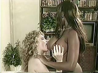 Domonique SIMONE lesbian strapon