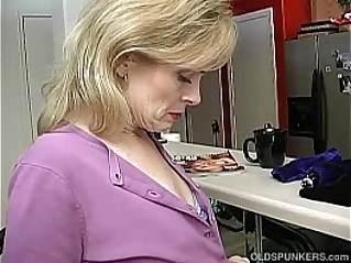 Super sexy lady is so horny she has to masturbate