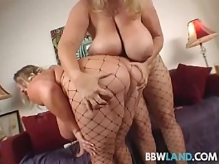 busty blonde bbws licks tits and pussy